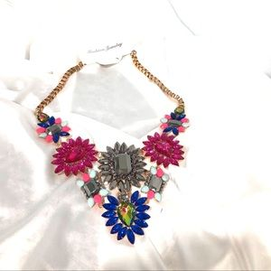 Jewelry - BNWT floral statement necklace
